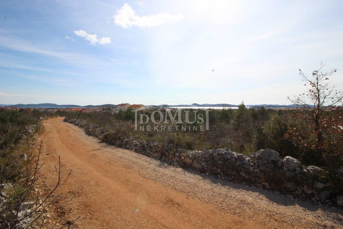 Vodice, Račice, građevinsko zemljište 2.632m2   INDEX OGLASI