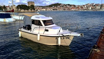 FORTIS 590C 2019 RENT A BOAT