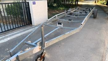 Prodaje se prikolica - trajler za brod