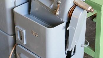 Stroj za narezivanje navoja za matice 2A