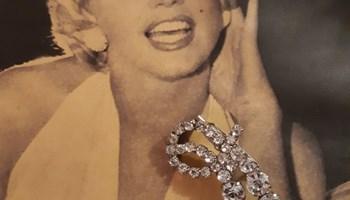 Vintage broš sa kristalima