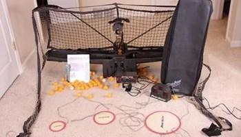 Mašina za izbacivanje ping pong loptice za trening