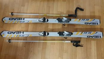 Skije s vezovima i štapovi