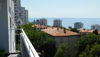 Ugodan i prostran stan 74 m2 (2S+DB), sa balkonom za student