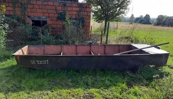 Metalni čamac i motor