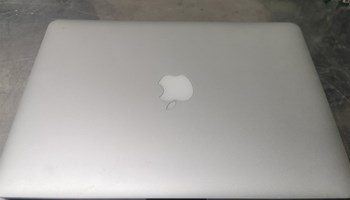 MAcBook Air I5