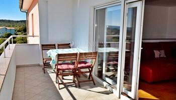 Krk, prodaja, dvoetažni apartman s pogledom na more!