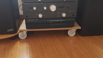 Linija Telefunken s gramofonom i radio Grundig