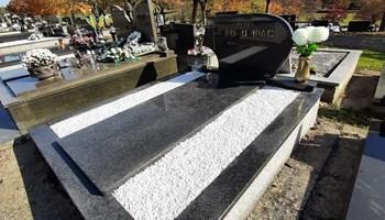 Grobno mjesto na groblju Jamadol, dvostruki grob