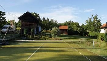 Dugo Selo, Martin breg, vikendica sa tenis terenom