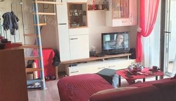 Dvoetažni stan sa tri spavaće sobe - okolica Malinske!