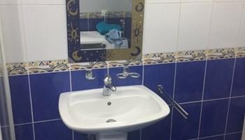 ogledalo plavo zlatne boje s prekrasnim motivima, bez risova