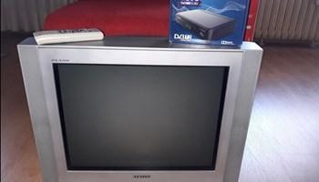 Prodajem TV Samsung, upravljač i DVB-T2, novi s garancijom
