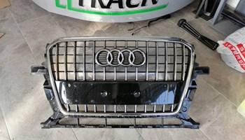 Audi Q5 s-line prednja maska 8R0853651R
