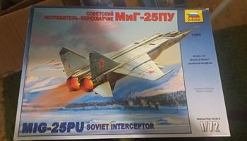 Maketa aviona avion MiG-25 U/PU