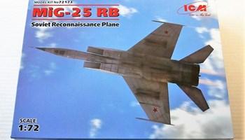Maketa aviona avion MiG-25 RB
