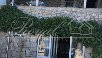 Dramalj, prekrasna kamena kuća, 258.000€