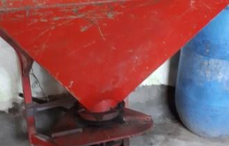 Plug, tanjurače, rasipač za gnojivo, brane, okretač sijena, cirkular za piljenje drva, kultivator, traktorski gumenjak
