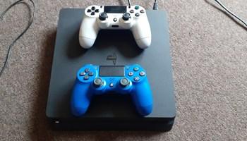 Playstation 4 slim + 20 igrica