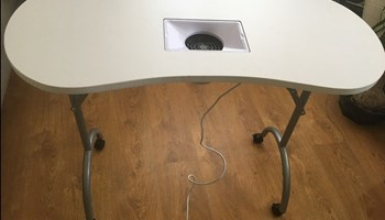 Stol za manikuru