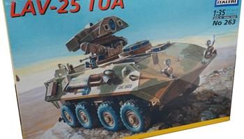 Maketa vozilo oklopnjak LAV-25 1/35 1:35
