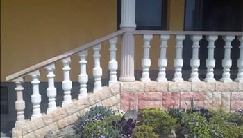 Ukrasna ograda za balkon