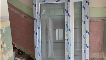 Ulazna dvokrilna PVC vrata, trostruko IZO staklo, električna brava