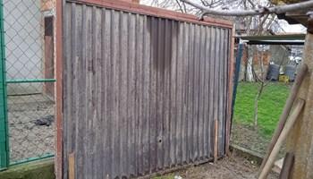 Metalna garažna vrata u dobrom stanju