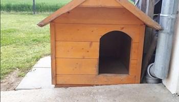 Drvena kućica za psa