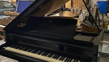 Prodajem klavir (Produktiv Genosschaft) Wien