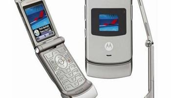 Motorola V3 silver,preklopna,sve mreze,orginalni punjac, Hr meni,ispravna,saljem i postom !