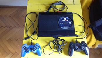 Playstation 3 12 GB+FIFA 18+2 joysticka