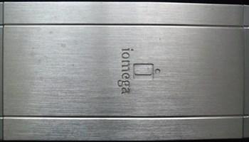 Prijenosni HD 1TB IOMEGA sa adapterom 220/12/5V, usb kabel, ispravan, malo korišten