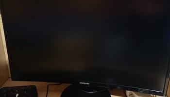 "Prodajem Samsung CF390 monitor 24\"" zakrivljeni"