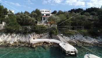 Kuća 1. red do mora, površine 280 m2, otok Drvenik Veliki, kod Trogira