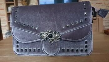 Siva baršunasta torbica