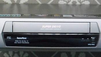 PANASONIC NV-HD640 Hi-Fi VHS videorekorder, stereo, novi, nekorišten, 6 glava, LP/SP, 2 scarta, daljinski, potpuno ispravan, srebrni