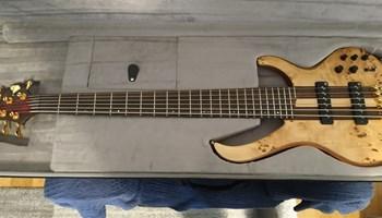 Bas gitara Ibanez Premium BTB 1606e + kofer + nove žice