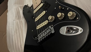 FLIGHT EST11 crna električna gitara