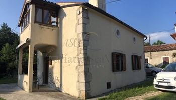 Obnovljena istarska kamena kuća