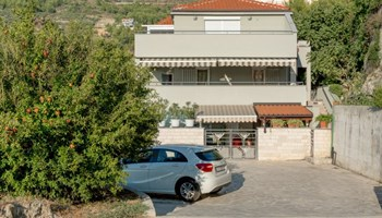 Kuća Podstrana Strožanac