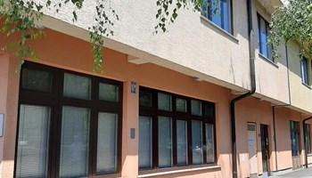 Prilika! Svetice, poslovna 3-etažna elitna zgrada za polikliniku, školu, ured, trgovinu, starački dom - prodaja ili najam