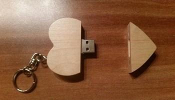 USB stick, u drvu, u obliku srca, 32 GB, unikatan!