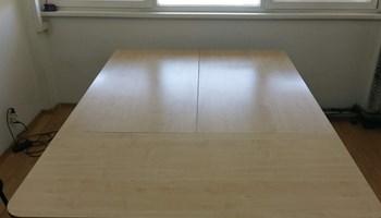 Prodajem 3 radna stola dimenzija 3x 160x80 sa 2 ormarića s tri ladice za 1000 kn.