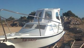 Brodica sa kabino i nadkabinom 6m