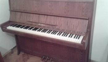 Prodaje se pianino Petrof u izvrsnom stanju