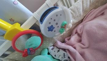 Igračka za male bebe za kinderbet