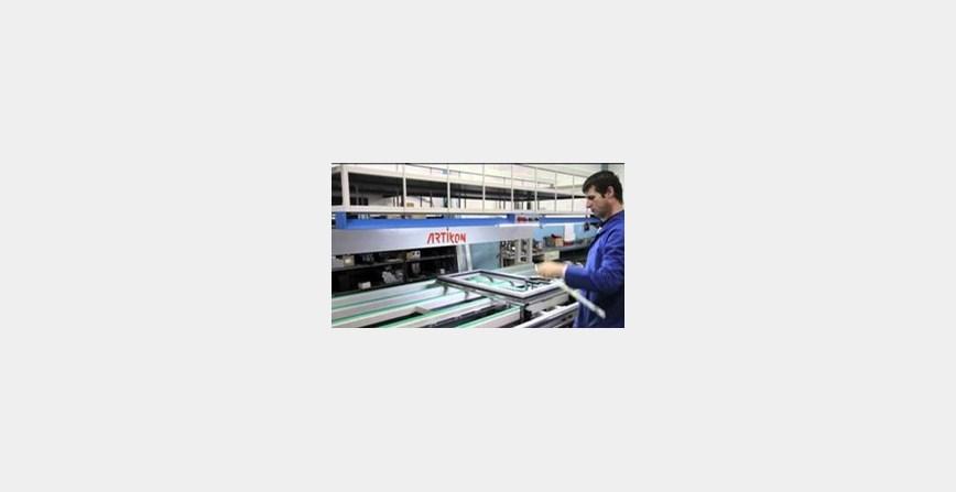 Radnik u proizvodnji prozorskih okvira (m/ž)