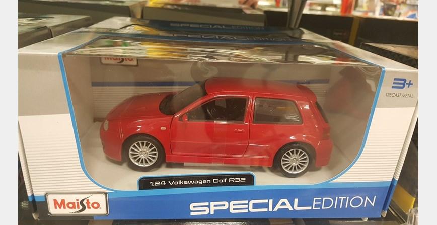 Model maketa automobil VW Golf R32 1/24 1:24