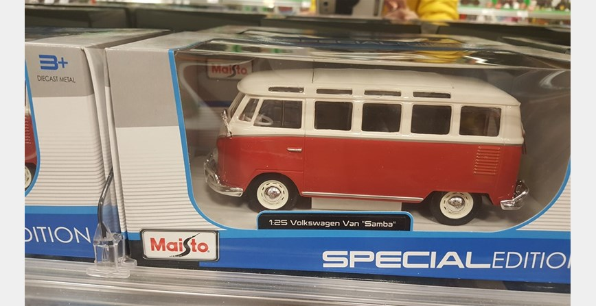 Model maketa automobil VW SAMBA Bus 1/24 1:24